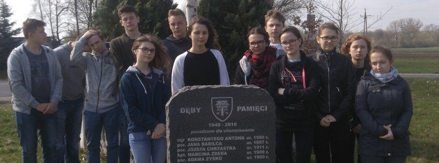 11 kwietnia 2018 roku, uczniowie kl. III Gim. odwiedzili Dęby Katyńskie w Kurdwanowie i odbyli lekcję muzealną na temat I wojny światowej w Muzeum Ziemi Sochaczewskiej.